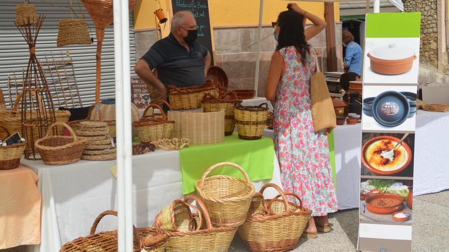 La plaça del Ramal de Llers s'estrena amb el Mercat de productors de proximitat
