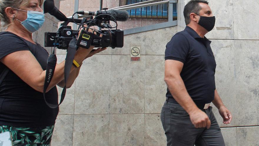 La juez ve indicios de delito en la vacunación de un alcalde de Alicante