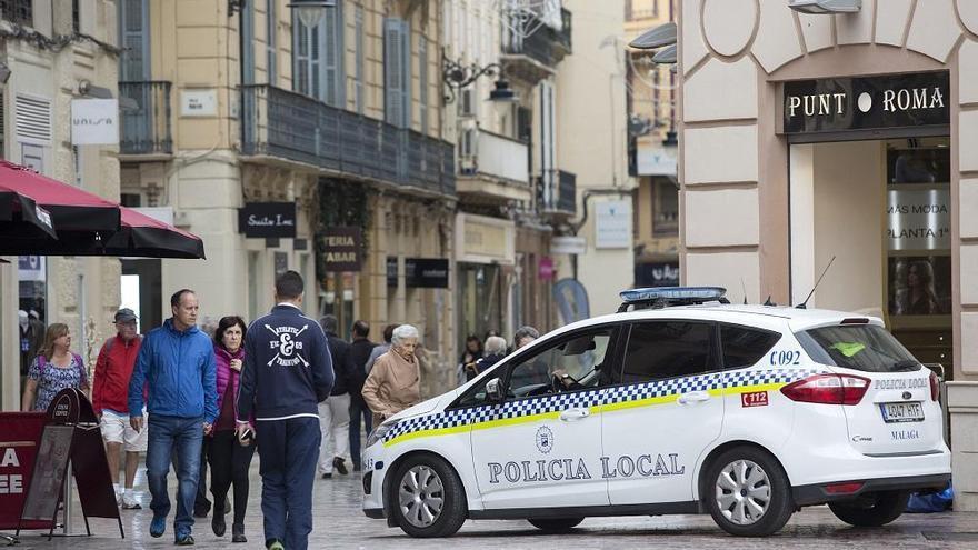 Una mujer sustrae casi 600 euros en ropa en una tienda de Zara en el Centro Histórico