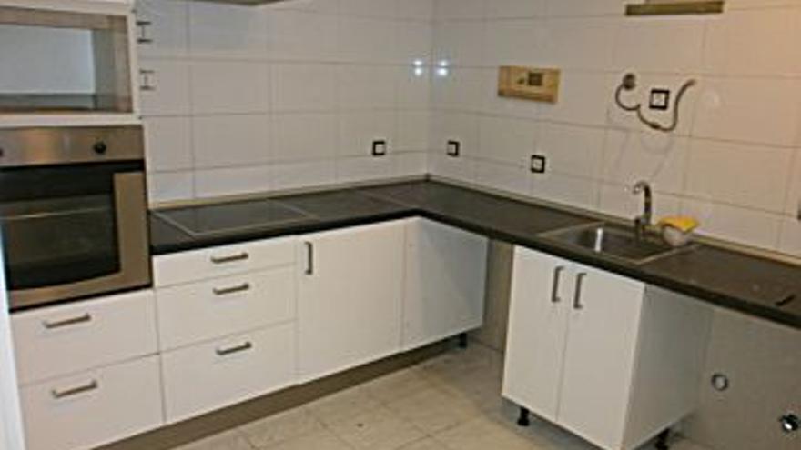 125.000 € Venta de piso en Centro (Gijón) 99 m2, 3 habitaciones, 1 baño, 1.263 €/m2...