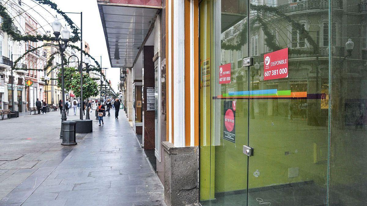 Un comercio cerrado en la céntrica calle Triana, en Las Palmas de Gran Canaria.