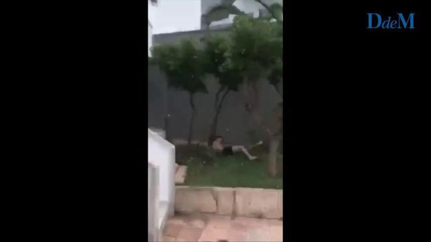 Un turista reclama dinero a un hotel tras caerse haciendo 'balconing'