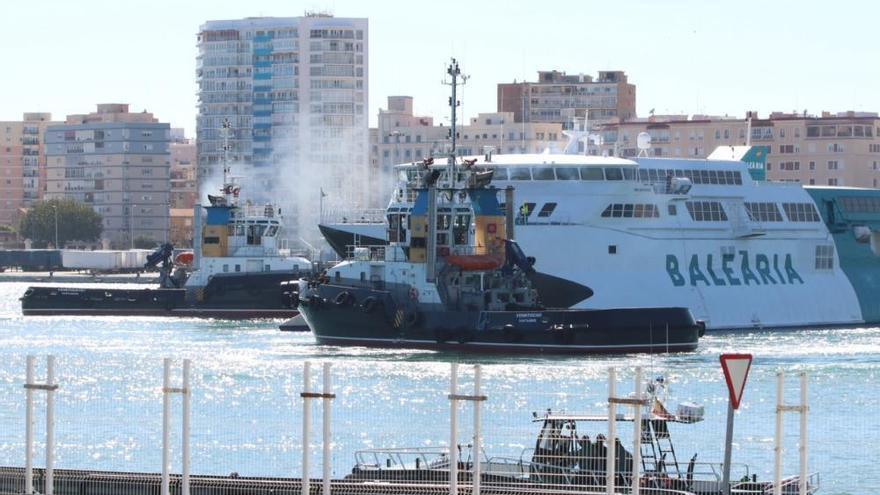 Encalla un ferry en Denia, el mismo que hace dos años se chocó en el puerto de Málaga