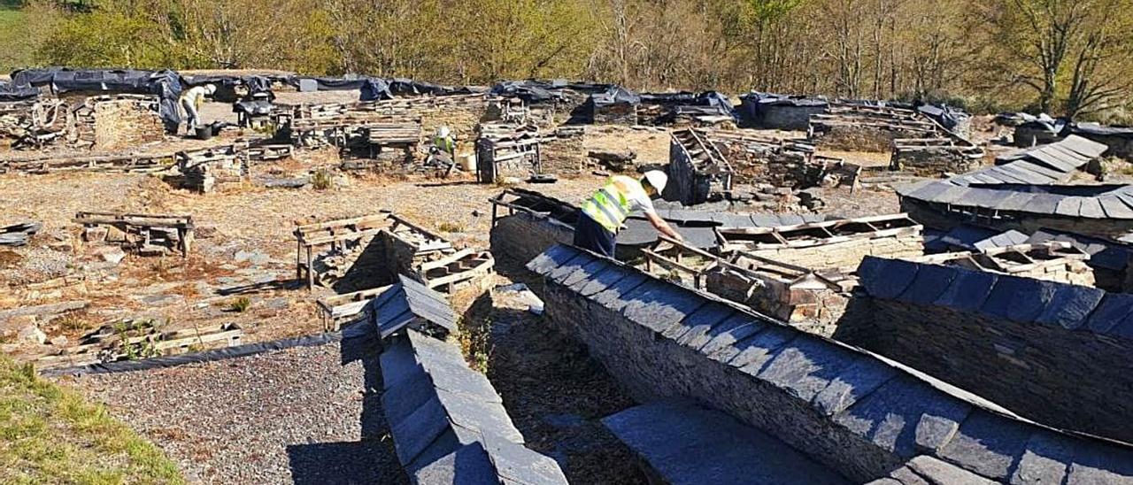Estado actual de los trabajos de la obra de consolidación en el castro Chao Samartín, en Grandas de Salime. | |