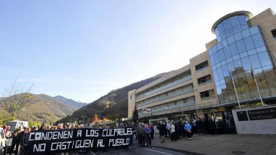 Movilización en defensa de la continuidad del geriátrico de Felechosa