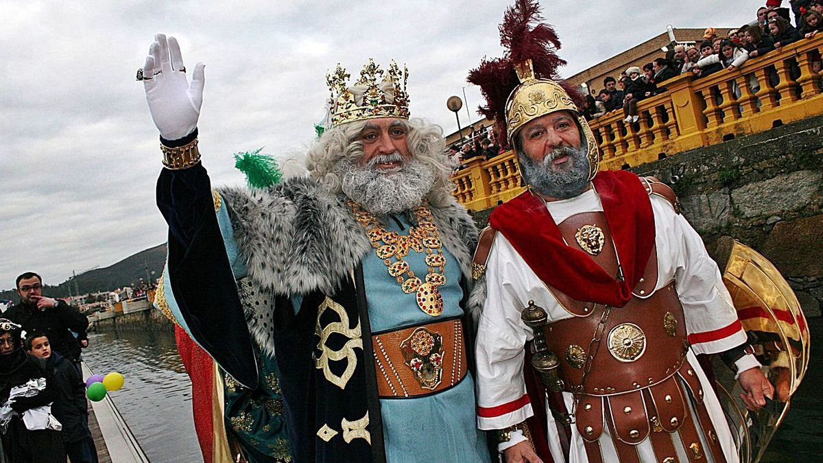 El Rey Melchor en una de las cabalgatas de Vilagarcía de Arousa.     // IÑAKI ABELLA