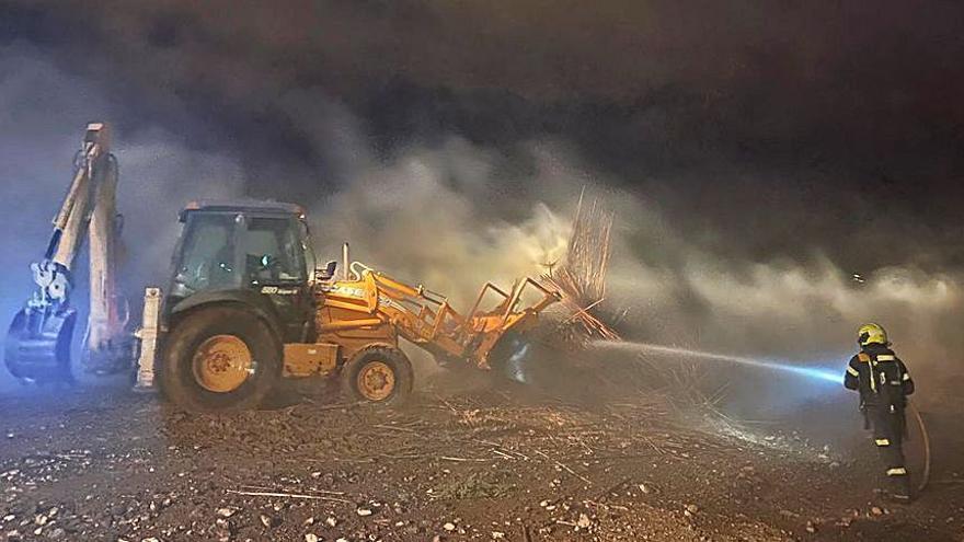 Cuatro incendios provocados ponen a los bomberos en jaque en Agüimes