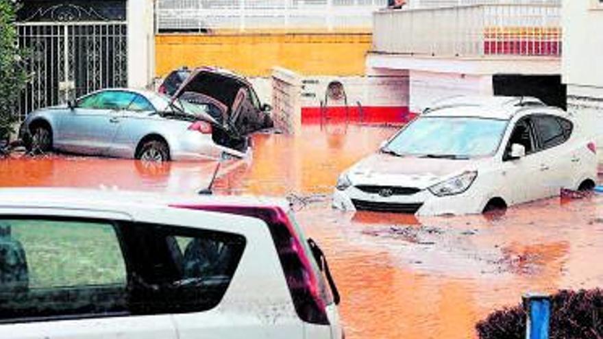 Una tromba d'aigua inunda Benicàssim amb més de 150 litres en una hora