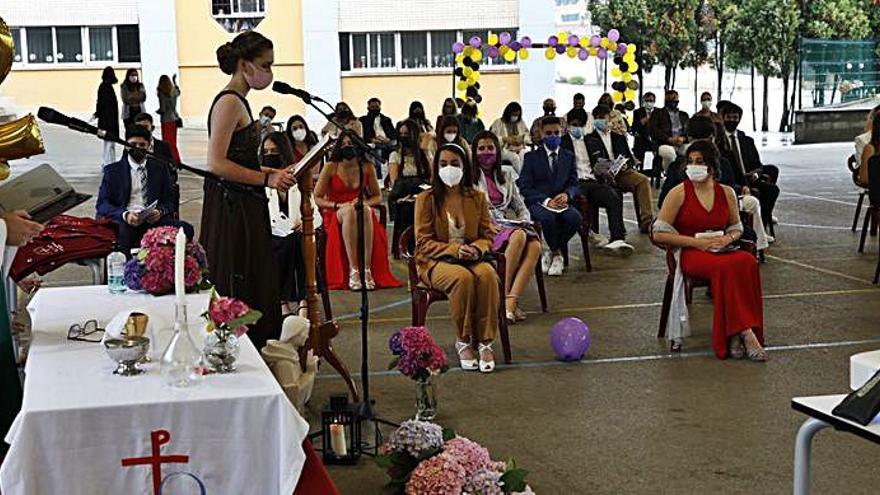 Las Dominicas celebran su graduación