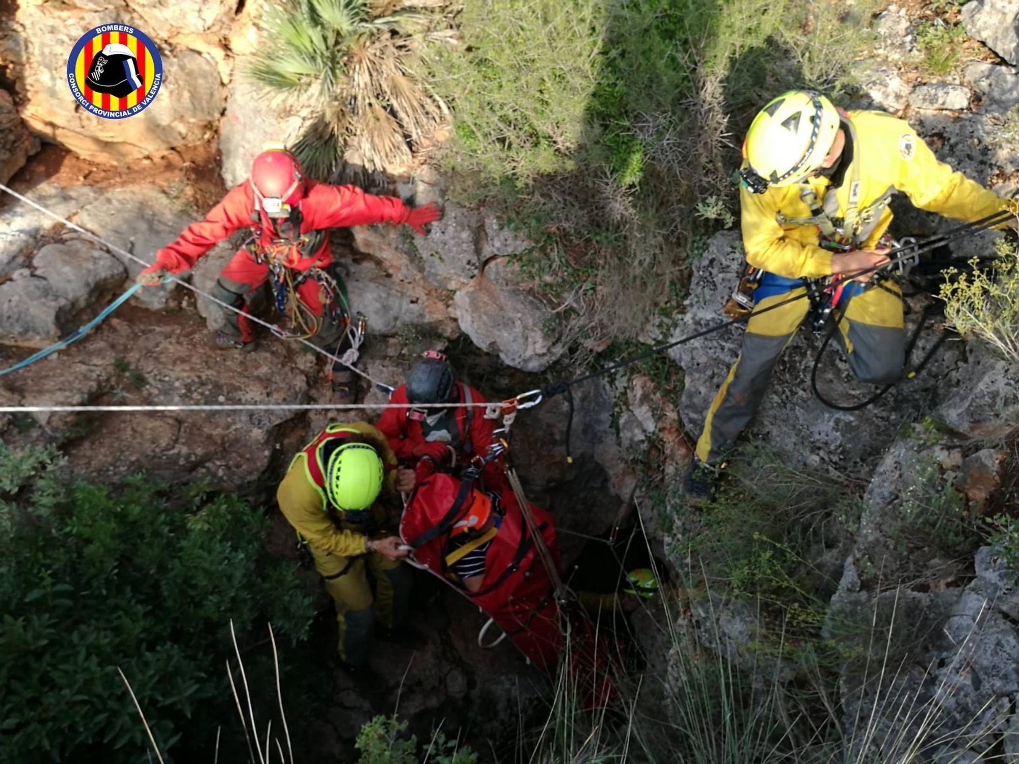 Rescate de una mujer en la Cueva de Maravillas de Dos Aguas
