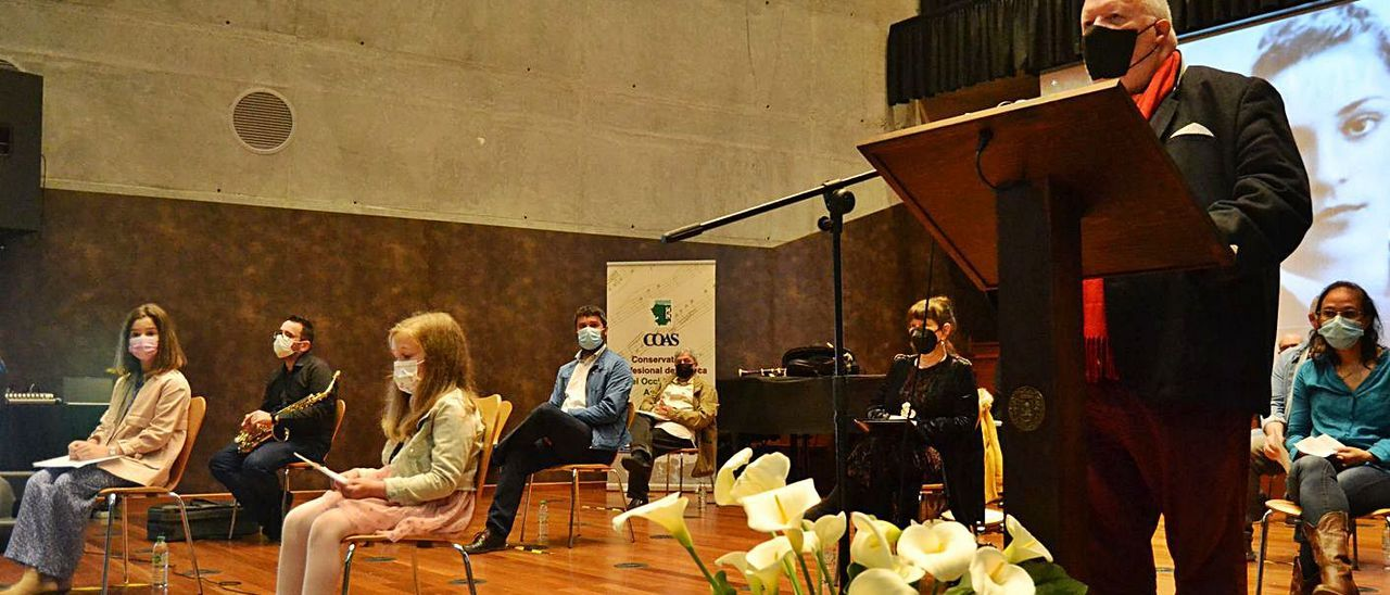 Un momento del homenaje celebrado ayer en el Conservatorio de Música.   A. M. Serrano