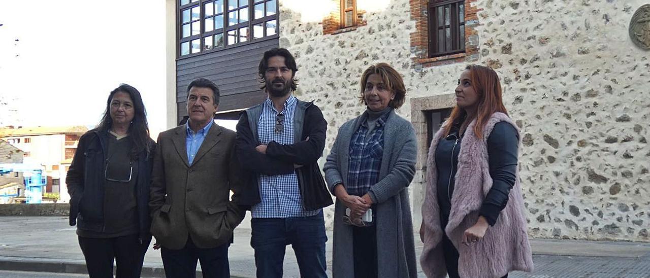 Por la izquierda, Marisa Elviro, Juan Carlos Armas, Enrique Riestra, Marián García y Priscila Alonso, en una imagen de archivo.   LNE