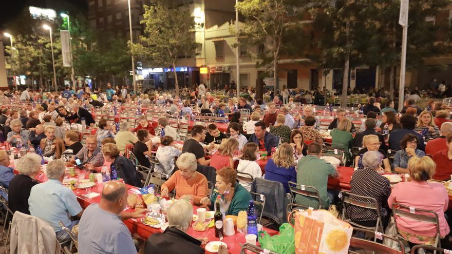 Cena de 'pa i porta' en las fiestas de Almassora