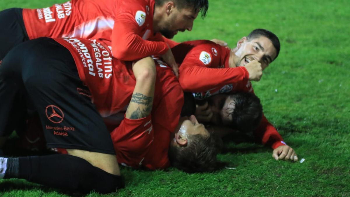 Celebración del tercer gol del Zamora CF ante el Guijuelo.
