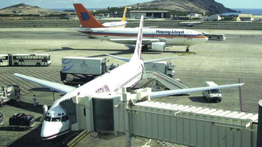 Los billetes aéreos con la Península suben hasta un 12% tras el aumento de la ayuda