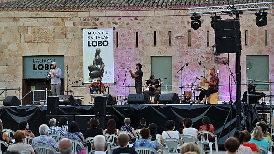 El folk suena en la plaza de la Catedral de Zamora