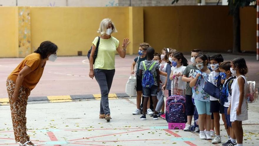 El curso escolar arranca en la ciudad con más docentes y el refuerzo en la limpieza