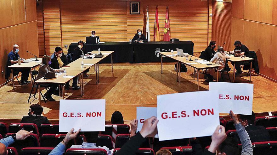 El pleno de Redondela aprueba la creación del servicio de emergencias junto a Mos