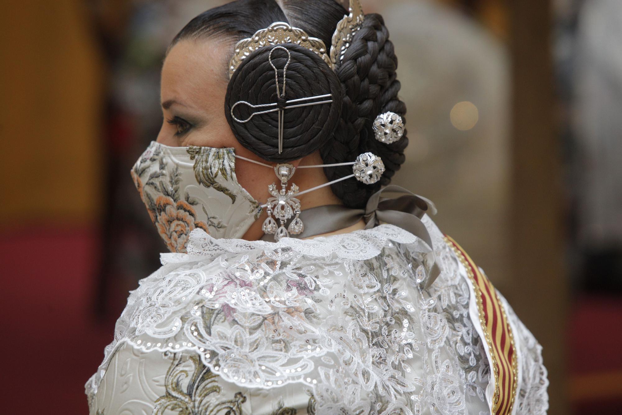 Indumentaria tradicional en el primer acto de las Fallas 2022 (Días 24 y 25)