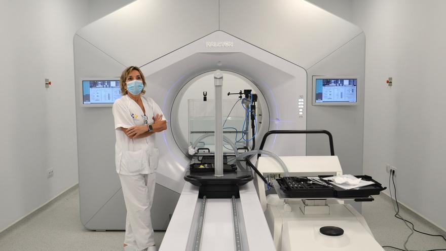 El Negrín prueba su sexto acelerador con el que podrá atender a 500 pacientes con cáncer más al año