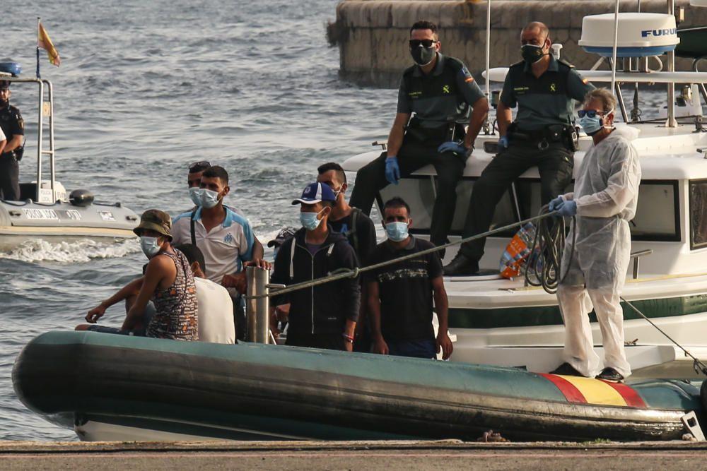 Una patera con unos nueve inmigrantes llega a Tabarca