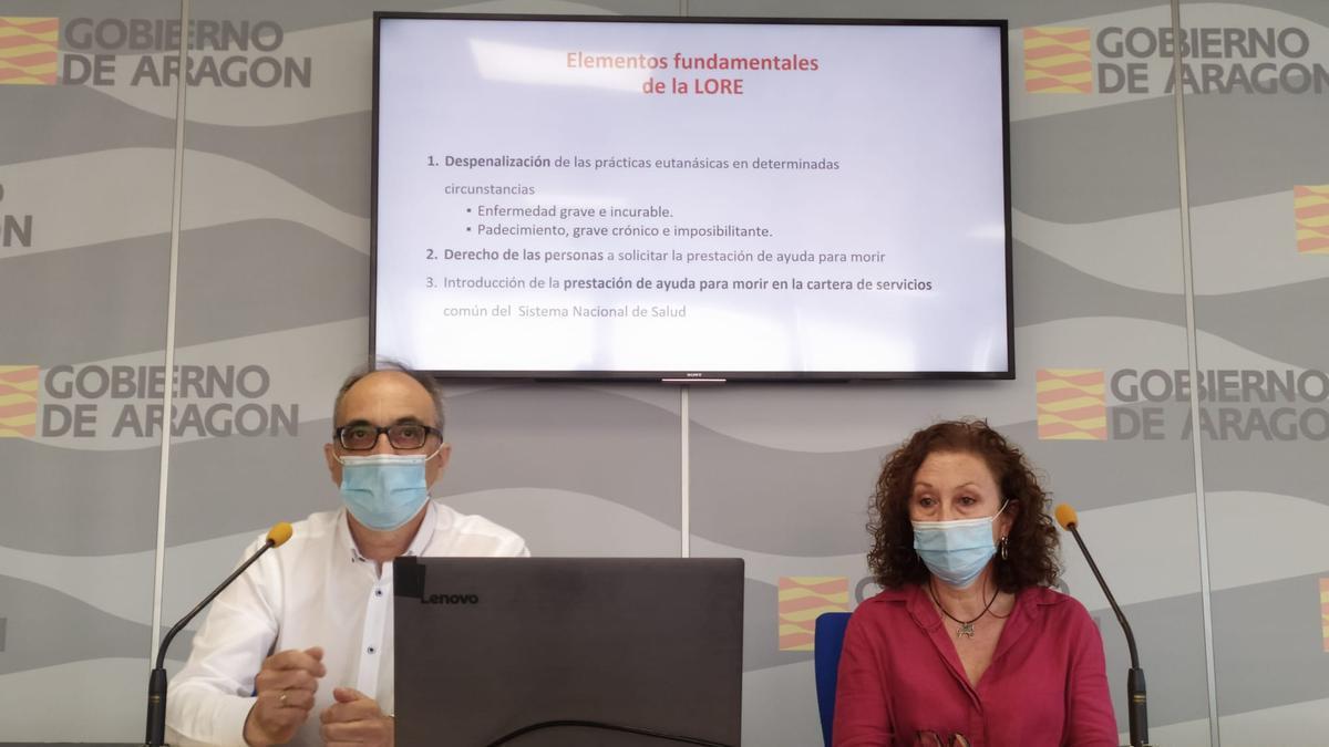 Juan Coll, director general de Transformación Digital de la DGA, y Concha Revilla, jefa del servicio de Garantías y presidenta de la Comisión de Garantía y Evaluación de la eutanasia.