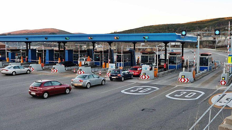 Rechazo unánime en la Junta General al plan de peajes de Ábalos para pagar en todas las autovías