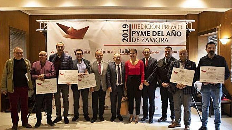 Autoridades, premiados y convocantes de los premios a la Pyme del Año en Zamora.