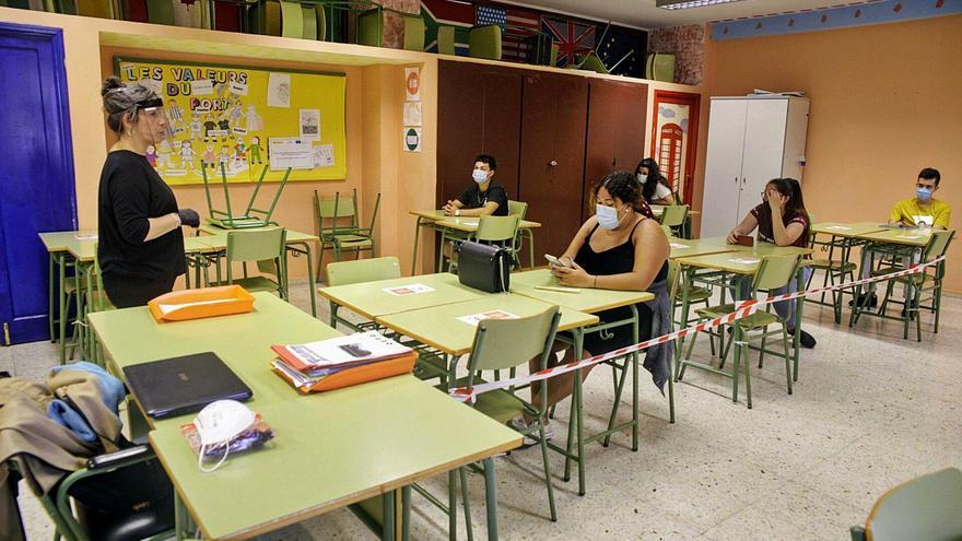 Un total de 70 grupos educativos de Canarias, confinados por la Covid-19