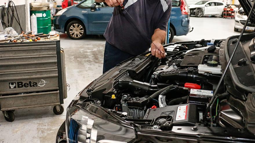 Los talleres de coches asturianos, obligados a retrasar las reparaciones de sus clientes