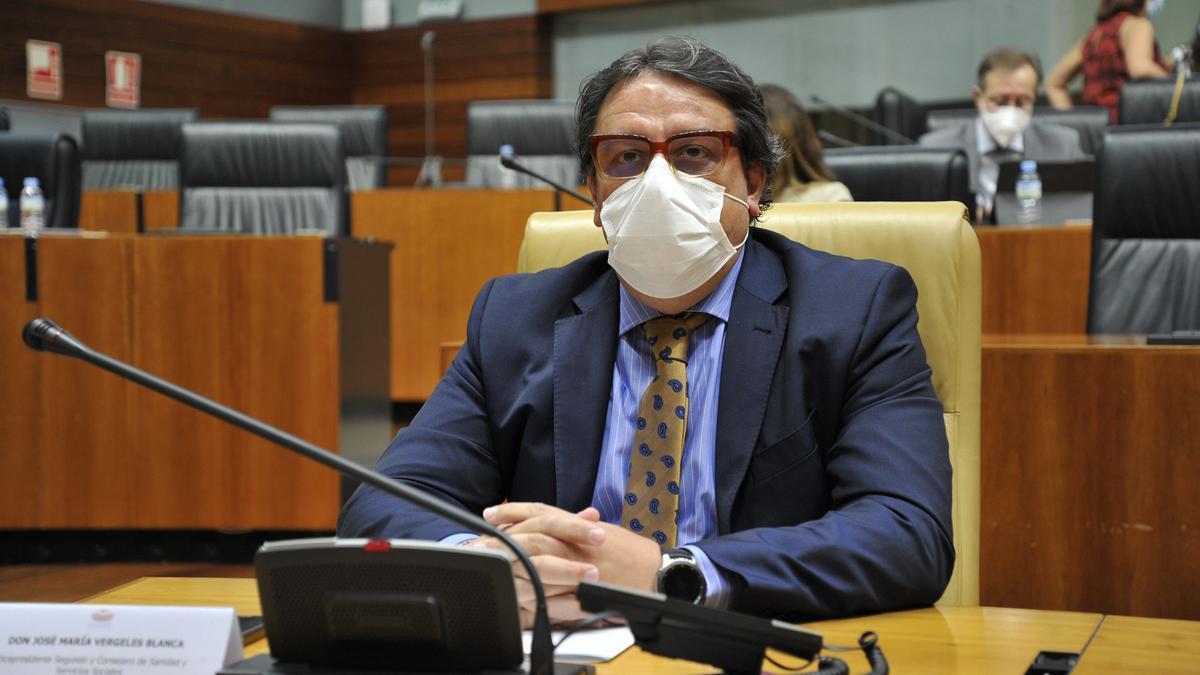 El consejero José María Vergeles, este jueves, en la Asamblea de Extremadura.