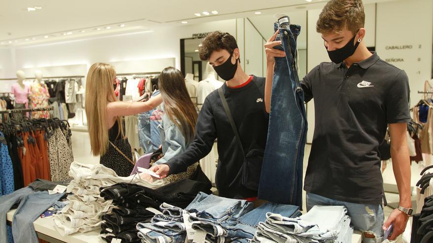La moda sale del agujero de la pandemia tras un desplome de ventas de casi 400 millones en Galicia