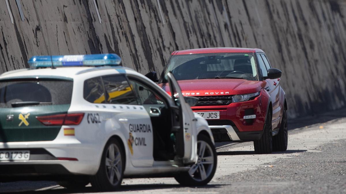 Coche de la Guardia Civil en el puerto de Santa Cruz de Tenerife.