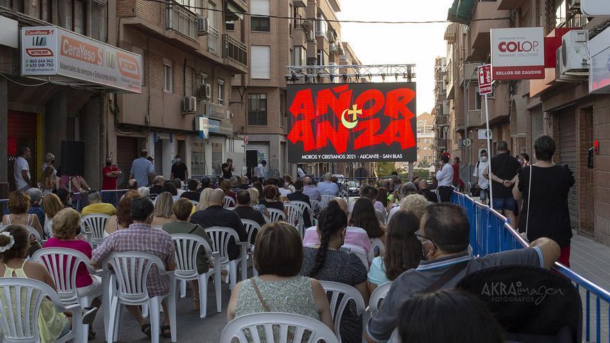 El barrio de San Blas de Alicante recrea sus fiestas de Moros y Cristianos