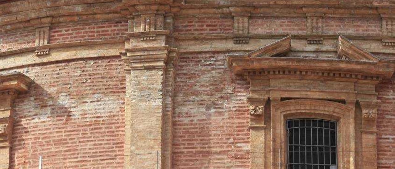 La Basílica pide a dos arquitectos un informe de las humedades del tambor
