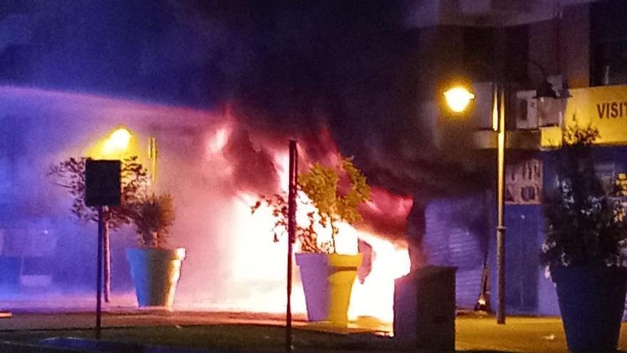 Un incendio en un local de motos de Alzira deja 5 heridos