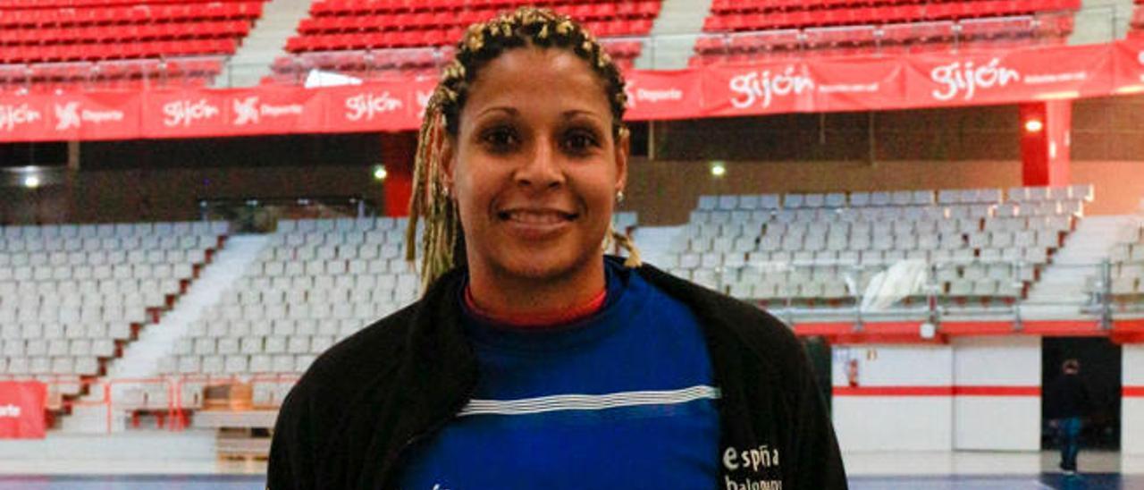 Marta Mangué, en la pista del Palacio de los Deportes de La Guía.