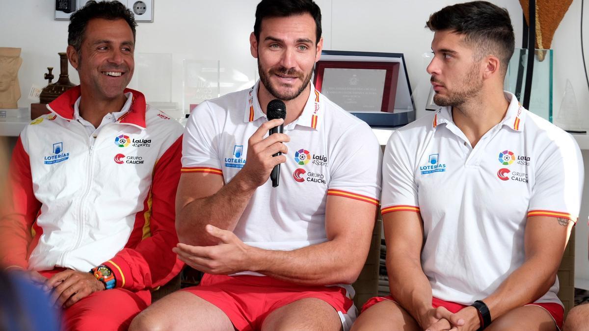 Saúl Craviotto, en el centro, junto a Cristian Toro y Miguel García