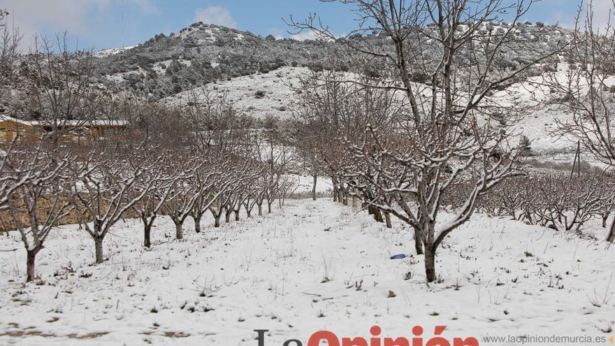 La nieve despide al invierno en la comarca del Noroeste