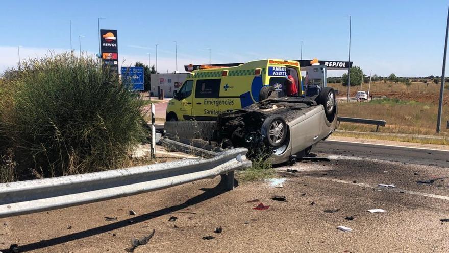 Accidente en la A-6 entre Benavente y La Torre del Valle