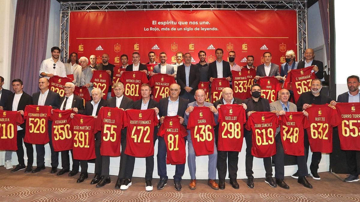 Más de una treintena de futbolistas se dieron cita en el evento. j.m.lópez