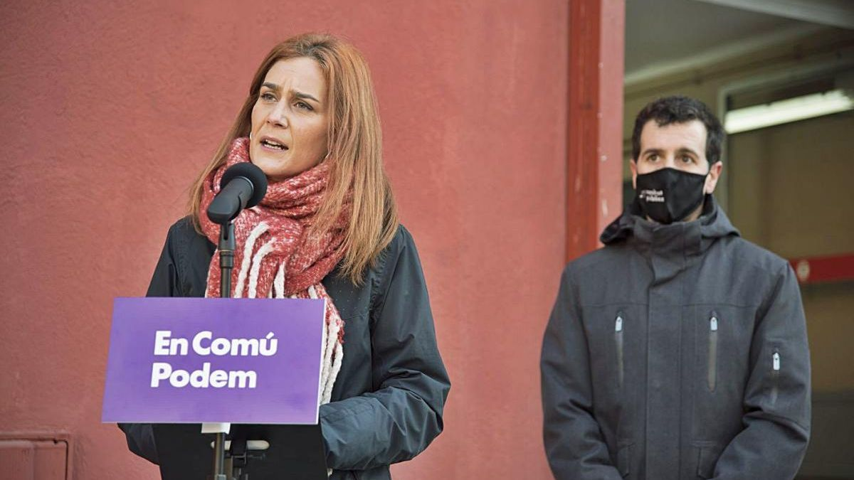 La candidata Jéssica Albiach i Marc Parés, 7è a la llista d'En Comú Podem, ahir, a Manresa