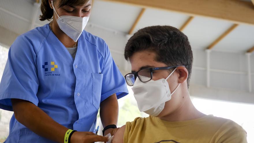 Así fue la primera jornada de vacunación a partir de los 14 años