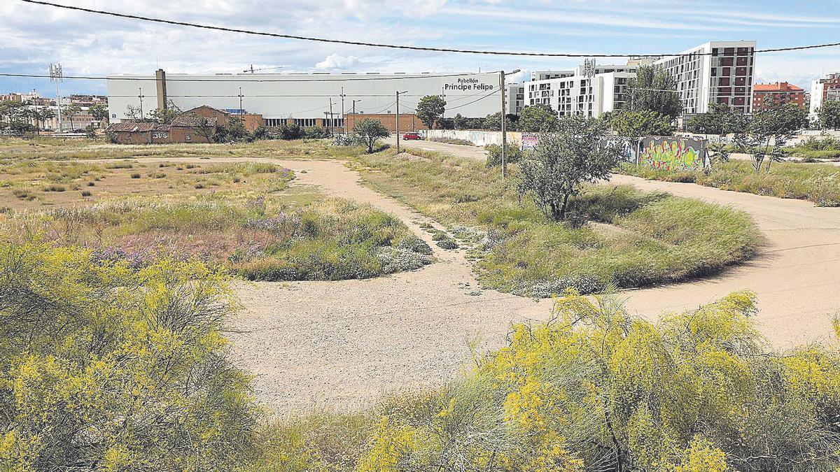 Suelos del sector sin desarrollar en el entorno del Príncipe Felipe y la estación de Miraflores que piden recalificar.