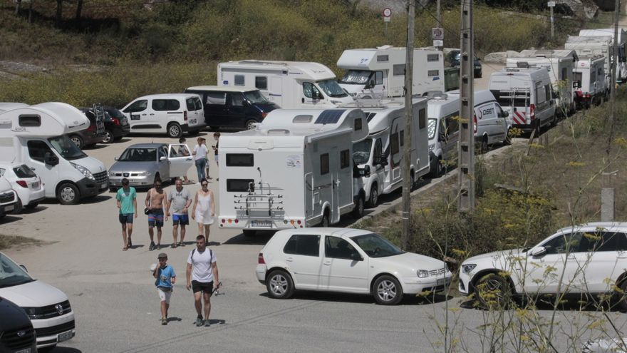 """El """"boom"""" turístico estival colapsa las zonas habilitadas para las autocaravanas"""