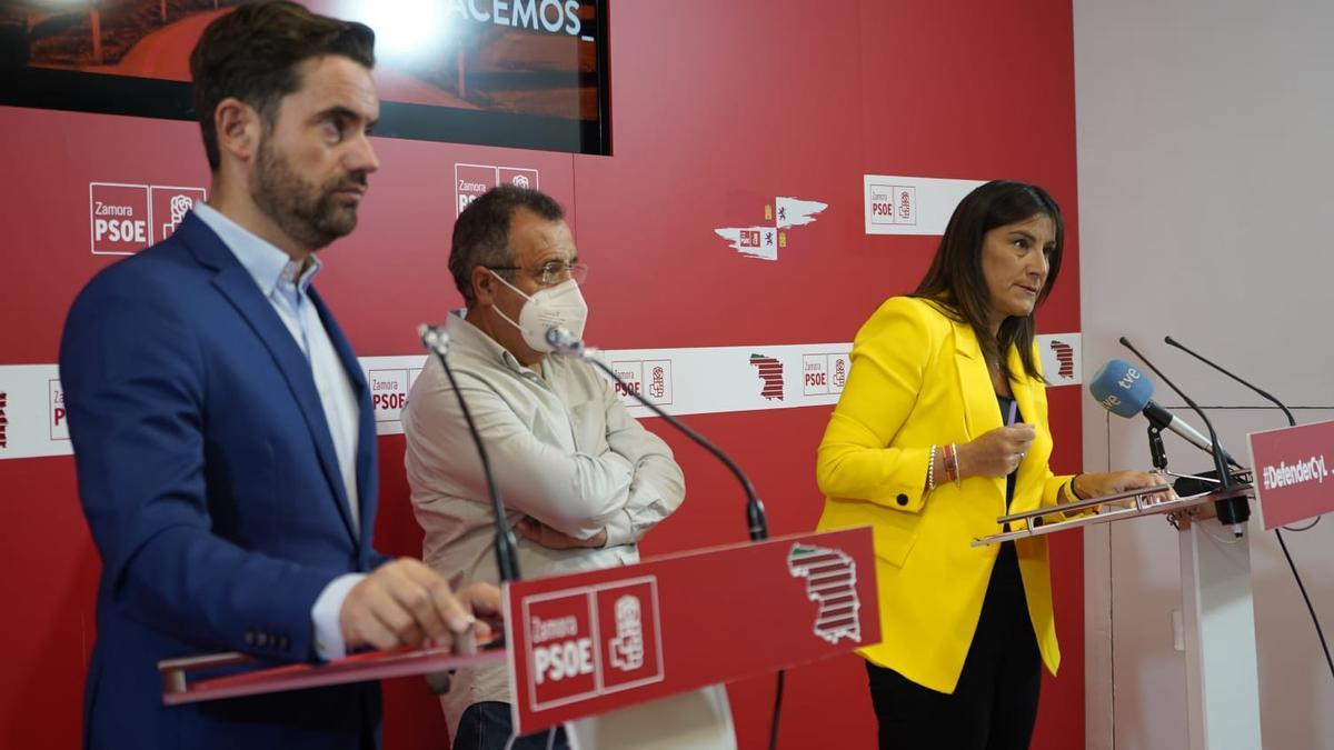 Antidio Fagúndez, José Ignacio Martín Benito y Ana Sánchez, en la rueda de prensa celebrada en la sede del PSOE de Zamora