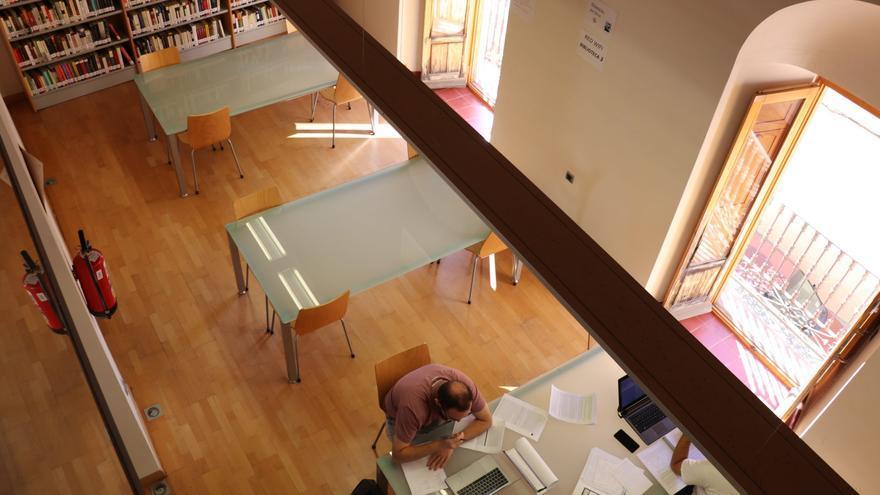 La biblioteca Felipe Trigo de Villanueva elige a Susana Martín Gijón como autora del mes