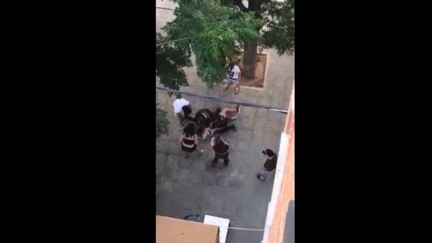 Trifulca entre jóvenes y la Policía de Alboraia