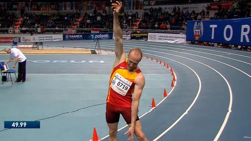 El grupista Ricardo Menéndez gana los 400 metros en el Mundial master en pista cubierta