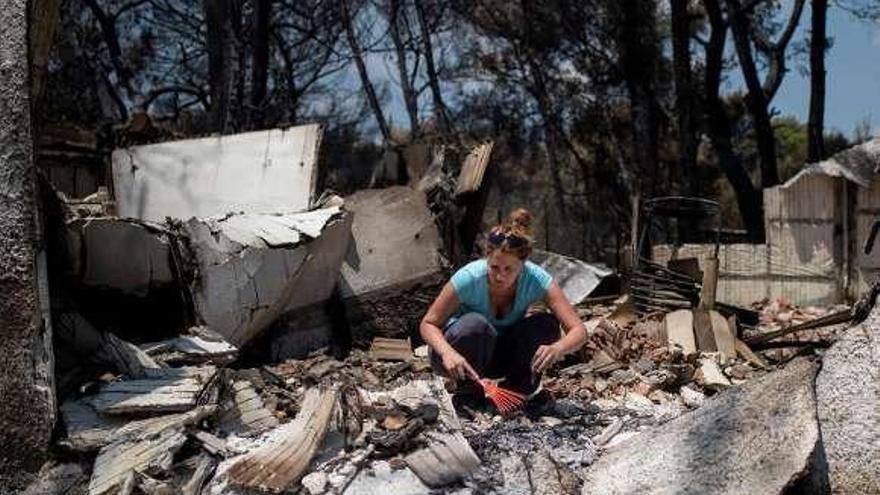 Los virulentos incendios de Grecia se cobran 80 vidas y destruyen más de 2.500 viviendas
